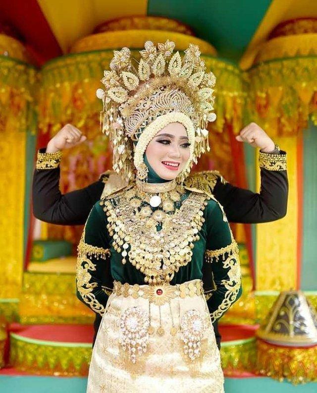 Pakaian Adat Aceh wanita